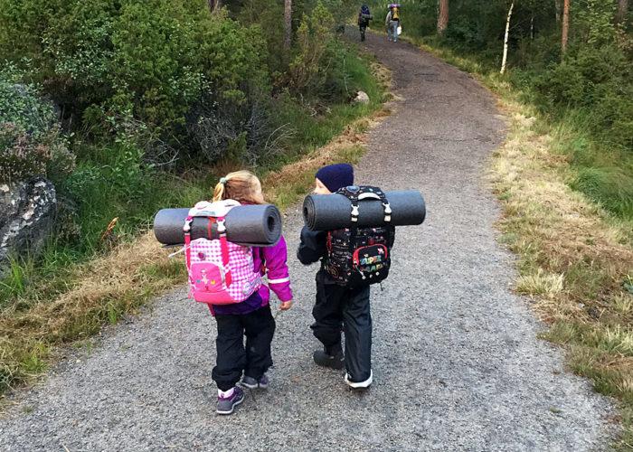 Barn i naturen
